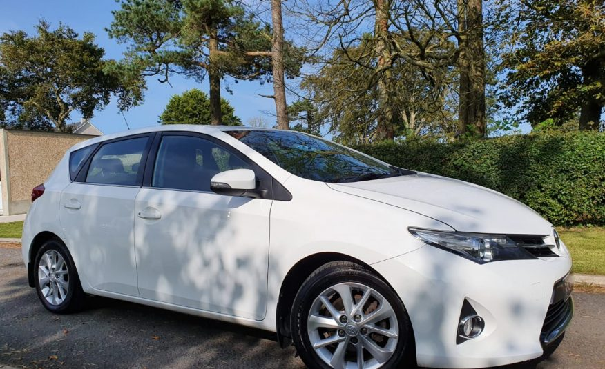 Sep 2013 Toyota Auris 1.4 D-4D Icon 5dr TOYOTA SERVICE HISTORY, REVERSE CAMERA, £20 TAX!